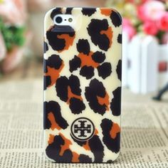 A rigid iPhone 5 case styled with logo detailing and cool contemporary pattern is designed to protect the Apple iPhone 5.Iit securely protects your iPhone 5 from bumps and scratches throughout the day and your travels。