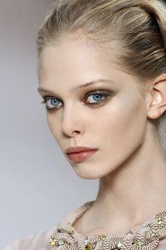tanya dziahileva at valentino s/s 2009 Beauty Makeup, Hair Makeup, Hair Beauty, Beauty Box, Eye Makeup, Tanya Dziahileva, Natural Blondes, Hazel Eyes, Pretty People