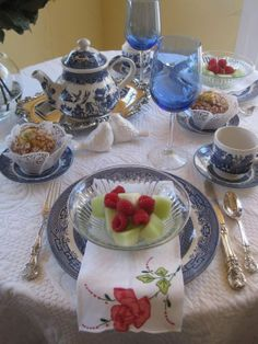 Willow Pattern Tea Party with Muffin, Chilled Fresh Fruit, a Pretty Rose Embroidered Napkin & Silver Cutlery . Blue Willow China, Blue And White China, Coffee Time, Tea Time, Willow Pattern, Beautiful Table Settings, My Cup Of Tea, High Tea, Afternoon Tea