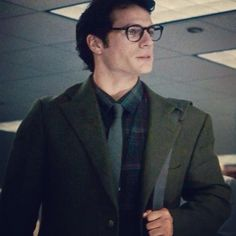 Can't wait to see Henry Cavill walk into The Daily Planet, hello Clark Kent! -LATEST from MI at henrycavillnews.com #BatmanvsSuperman
