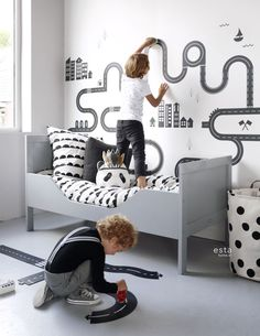 This sweet wallpaper with little hearts in black and white brings a warm, cheerful and lively atmosphere to the room. Let your imagination and that of your little girl run free and create a fantastic girl's room Boy Toddler Bedroom, Boys Bedroom Decor, Toddler Rooms, Baby Boy Rooms, Baby Bedroom, Little Girl Rooms, Bedroom Themes, Car Bedroom Ideas For Boys, Room Baby