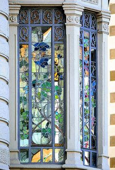 ˚Barcelona - Sants - Barcelona - Sants 149 e Casa Tomás Vendrell Architect: Miquel Madorell i Rius Leaded Glass, Stained Glass Art, Stained Glass Windows, Mosaic Glass, Beautiful Architecture, Beautiful Buildings, Art And Architecture, Architecture Details, Art Deco