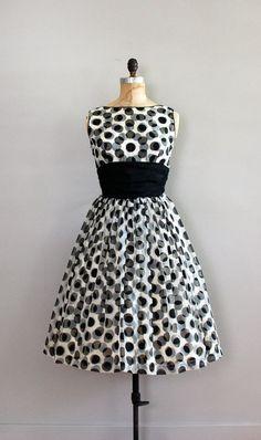 60'er kjole i sort og hvid.