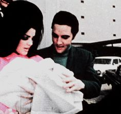 February 1968 Elvis and Priscilla outside Baptist Memorial Hospital Taking Baby Lisa Marie Home To Graceland! That Beautiful Look In Their Faces, Esp.Soooo Very Happy! Priscilla Presley Wedding, Elvis And Priscilla, Lisa Marie Presley, Elvis Presley Memories, Elvis Presley Family, Baptist Memorial Hospital, Elvis Presley Biography, Photo To Video, John Lennon Beatles