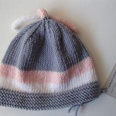 Cappellino da neonato rosa grigio in lana merino