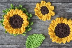 Zonnebloemen - gratis haakpatroon Crochet Collar, Crochet Shawl, Crochet Yarn, Knitting Yarn, Crochet Flowers, Crochet Toys, Crochet Stitches, Free Crochet, Crochet Patterns