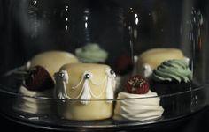 Marie Chemorin | Hôtel Notre-Dame décoré par Christian Lacroix ©Régine Abadia #pièce #cocktail #food #mariechemorin