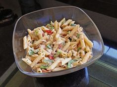 Paprika - Nudel - Salat mit Thunfisch Paprika noodle salad with tuna, a great recipe from the Pasta Easy Snacks, Healthy Snacks, Salad Recipes, Snack Recipes, Cauliflower Curry, Lentil Curry, Chicken Casserole, Pasta Salad, Food Inspiration