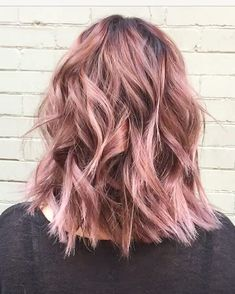 Concrete Proof That Rose Gold Is Still the Perfect Rainbow Hair Hue - Concrete Proof That Rose Gold Is Still the Perfect Rainbow Hair Hue Rose Gold Hair Color Inspiration Gold Hair Colors, Hair Colours, Pastel Pink Hair, Corte Y Color, Rose Gold Hair, Dye My Hair, Mode Inspiration, Color Inspiration, Cool Hairstyles