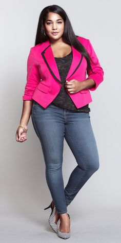 A punchy pink blazer is the perfect V-day date night piece (and just as cute any other day). <3 #HaveATorridAffair
