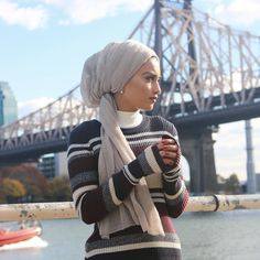 tichel Tzniut trends Jewish modesty , Christian modesty , Muslim modesty - Another! Turban Hijab, Turban Mode, Muslim Fashion, Modest Fashion, Hijab Fashion, Moslem, Head Scarf Styles, Hair Cover, Trendy Swimwear