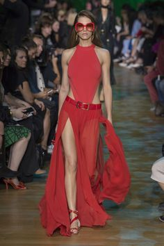 Elie Saab Spring 2018 Ready-to-Wear  Fashion Show - Samantha Gradoville (IMG)