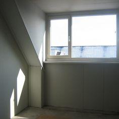 Afwerken binnenzijde dakkapel - Werkspot Curtains, Home Decor, Attic Spaces, Blinds, Decoration Home, Room Decor, Draping, Home Interior Design, Picture Window Treatments
