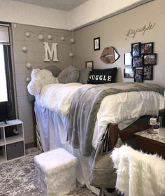 Dorm room essentials - Hey everyone! Dorm room essentials create a stylish space for lounging, studying & sleeping Find ideas, products and dorm room decorating tips From cute dorm room decor and funny college posters to Dorm Room Styles, Dorm Room Designs, Dorm Room Themes, Dorm Room Necessities, Room Essentials, Kitchen Essentials, Cool Dorm Rooms, Dorm Rooms Girls, Dorm Room Ideas For Girls
