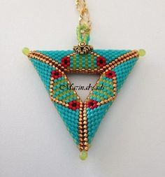 Articoli simili a Triangle pendant su Etsy Triangle Pattern, Beaded Jewelry Patterns, Beading Patterns, Beading Techniques, Seed Bead Jewelry, Beading Projects, Loom Beading, Bead Weaving, Stud Earrings
