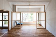 House in Roka-koen. House in Roka-koen is a dwelling with a natural and simple beauty located in Setagaya Tokyo designed by Camp Design inc. Interior Architecture, Interior And Exterior, Interior Design, Camping Outfits, Minimalist Interior, Minimalist Home, Minimalist Bedroom, Camping Diy, Camping Signs