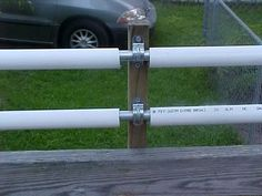 metel electric conduit for the inner bar and pvc pipe for the outer roller. metel electric conduit for the inner bar and pvc pipe for the outer roller. Dog Proof Fence, Cat Fence, Diy Dog Fence, Pipe Fence, Anti Chat, Coyote Rollers, Canis, Backyard Fences, Backyard Ideas