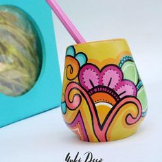 Risultati immagini per mates pintados Painted Flower Pots, Painted Pots, Pebble Painting, Pottery Painting, Cool Diy Projects, Projects To Try, Flower Pot Crafts, Designs To Draw, Flower Patterns