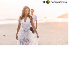 #gratidao #Repost @danilomaximo with @repostapp ・・・ E o dia hj foi fantástico, com muita foto é muito amor! #casamentopaepipo #casamentopalomaefelipe @palomatocci + @felipipo86 assessoria @horadobuqueassessoria @jupradomonso #sunset #love #fotografiadecasamento #fotografandocomamor #amofotografar #pordosol #weddingdress #jornaldaband #dabancadaparaoaltar #gameoverpipão #casamentonapraia #casamentopraiano #casar #noivas2016 #beachwedding #noivadapraia #casamentopaepipo