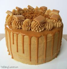 Recipe for a Biscoff & banana cake - three layered banana sponge, filled and covered in Lotus biscoff spread buttercream, a caramel drip and fudge Biscoff Cupcakes, Biscoff Cheesecake, Cheesecake Squares, Cheesecake Recipes, Chocolate Drip Cake, Chocolate Orange, Drip Cake Recipes, Baking Recipes, Baking Tips