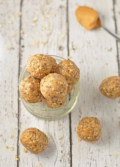 These delicious peanut butter and oat energy balls are the perfect healthy snack. Healthy Meals For Kids, Healthy Eating Recipes, Raw Food Recipes, Sweet Recipes, Healthy Snacks, Snack Recipes, Cooking Recipes, Raw Desserts, Healthy Cake