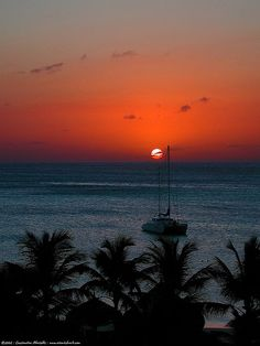 If you haven't seen this live, you haven't lived.    Aruba has that sunset thing down pat.