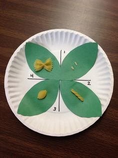 Fun life cycles craft - cut out four green leaves and glue them down on a paper plate to make a butterfly shape. Then, divide the plate into quadrants. Use different types of pasta to represent each stage in the butterfly life cycle. 1st Grade Science, Primary Science, Kindergarten Science, Science Classroom, Teaching Science, Science Activities, Science Projects, Teaching Ideas, Sequencing Activities