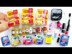 How to Make Easy REAL & Edible DIY Miniatures - 10 Easy DIY Miniature Doll Crafts - simplekidscrafts - Meubles de bricolage Barbie Dolls Diy, Barbie Doll House, Diy Doll, Miniature Crafts, Miniature Dolls, Ag Doll Crafts, Diy Crafts, Diy Barbie Furniture, American Girl Crafts