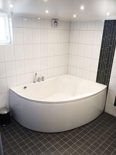 Galleri Bilder Arbeten / Referenser Bathroom Layout, Corner Bathtub, Relax, Technology, Inspiration, Quotes, Fences, Pictures, Tech