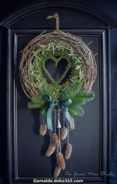 Fantastic that green moss studio. Personal… würde ich zusammensetzen andersfarbigen … Fantastic that green moss studio. Staff … I would use different colored curve composite. Natural Christmas, Noel Christmas, Rustic Christmas, Winter Christmas, Moss Wreath, Diy Wreath, Art Floral Noel, Christmas Crafts, Christmas Ornaments