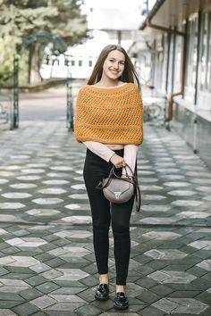 54 Trendy ideas for crochet poncho women inspiration Capelet Knitting Pattern, Knitted Capelet, Crochet Mittens Free Pattern, Crochet Baby Cardigan, Crochet Cape, Crochet Baby Hats, Crochet Shawl, Irish Crochet, Baby Girl Beanies