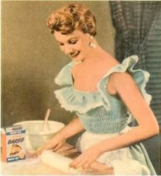 ~Fifties version of a Stepford wife~ ~all young ladies aspired to be susie homemaker~ Images Vintage, Photo Vintage, Vintage Love, Vintage Pictures, Vintage Ads, Poster Vintage, Vintage Housewife, Retro Housewife, Vintage Baking