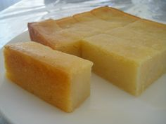 Cassava is a starchy tuberous root that is widely used in Asia, Africa and South America. It is white inside and on the outside, looks. Vietnamese Dessert, Vietnamese Cuisine, Vietnamese Recipes, Vietnamese Cassava Cake Recipe, Japanese Street Food, Thai Street Food, Cambodian Food, Cambodian Desserts, Delicious Desserts