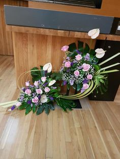 Alter Flowers, Church Flowers, Flower Arrangement, Floral Arrangements, Dry Fruit Box, Arte Floral, Floral Wreath, Decorative Boxes, Wreaths