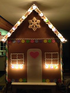 Lighted gingerbread house I made from cardboard for the Christmas window display at my shop, Bee Bops and Lollipops, in Snohomish WA. Christmas Parade Floats, Candy Land Christmas, Gag Gifts Christmas, Christmas Program, Kids Christmas, Christmas Lights, Holiday Crafts, Cardboard Gingerbread House, Gingerbread Train