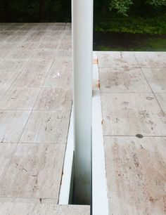 Mindel visits the original glass house, in Plano, Illinois Casa Farnsworth, Villa, Ludwig Mies Van Der Rohe, Architecture Images, Travertine Tile, Landscape Walls, Glass House, Architectural Digest, Facade