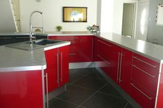 Cuisine meubles déco rouge et gris