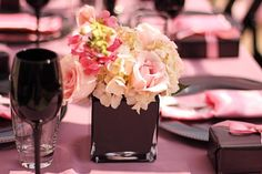 #wedding #modernwedding #centerpiece #roses #weddingtable #tabledecoration