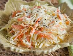 Möhrenkraut Salat - The Best Coleslaw- just made this for a picnic, really good dressing recipe, my new favorite! Yummy Coleslaw Recipe, Coleslaw Recipes, Kfc Coleslaw, Creamy Coleslaw, Recipe Pasta, Newfoundland Recipes, Great Recipes, Favorite Recipes, Vegetarian Recipes