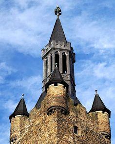 Aachener Rathaus in der halben Stunde mit gutem Wetter letzte Woche. . #aachen #rathaus #architecture #medieval #oldbuilding #hiking #travel #wanderlust #adventure #photographer #potd #picoftheday #photoblog #photooftheday #awesome #art #sonyalpha #sonyalpha5000 #oldlens #canonfd50mm #vintage #keinsinn