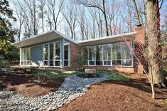 (MRIS) 3 bed, 2 bath, 2186 sq. ft. house located at 2227 GLASGOW Rd, ALEXANDRIA, VA 22307 sold for $819,900 on May 5, 2014. MLS# FX8297770.
