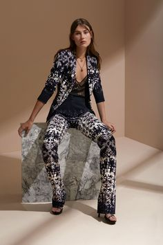 See the complete Roberto Cavalli Resort 2018 collection.