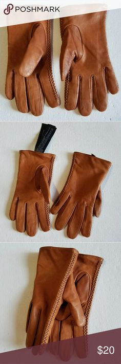 ZARA Accessories Leather Gloves NWOT Zara accessories sheep leather glove      -Outer shell: sheep leather -Lining: 60% Polyester, 29% acrylic, 8% other fibre, 3% wool Zara Accessories Gloves & Mittens