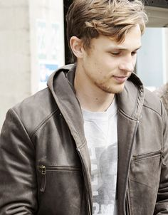 William Moseley. All grown up and so beautiful. :')