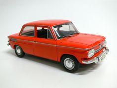 Modellauto / Standmodell von Revell 1:18 unbespieltes Vitrienenstück $30.00