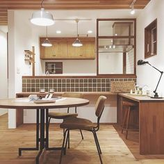 10 Kitchen Layout Mistakes And 30 Open Concept Kitchens (Pictures of Designs & Layouts) - Di Home Design Cafe Interior, Interior Exterior, Interior Design Kitchen, Interior Decorating, Muji Haus, Kitchen Dinning, Japanese Interior, Home And Deco, Home And Living