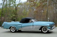 Franklin Mint 1:24 1951 GM LeSabre- Concept Car - Diecast Zone