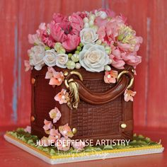 Luxury wedding cake by Julie Deffense of Julie Deffense Artistry. Sarasota, FL, Cascais, Portugal, Worldwide.