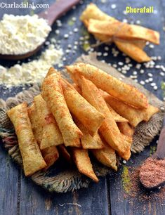Chorafali - Race Tutorial and Ideas Diwali Snacks, Diwali Food, Appetizer Recipes, Snack Recipes, Cooking Recipes, Cooking Tips, Chaat Recipe, Vegetarian Snacks, Ramadan Recipes