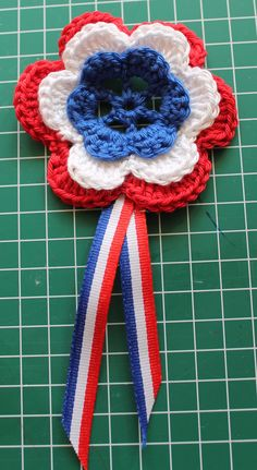 Mijn gehaakte broche. Het patroon:http://haakzaken.blogspot.nl/2012/03/patroon-rozet-bloem-haken.html